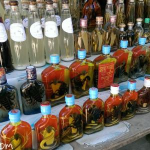 普通のラオ酒から妖しげな酒まで色々