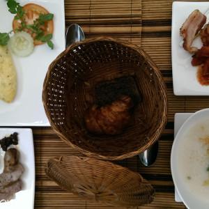 ホテルの朝食。ラオスはご飯が美味しい。