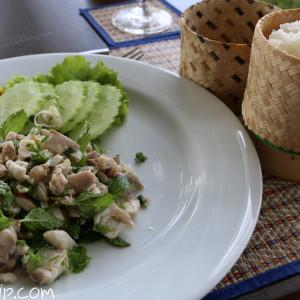 すっかり気に入ったラオス料理。ラープとカオ・ニャオ