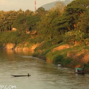 夕暮れのどきのメコン川