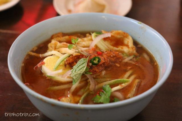 マレーシアのラクサ!シンガポールのラクサはココナッツが入っているけれどマレーシアのはまた違った味で美味しい。