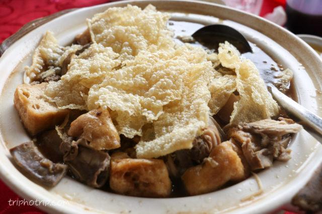 お昼はバクテー。マレーシアのハーバル・バクテーが大好きなので嬉しい。